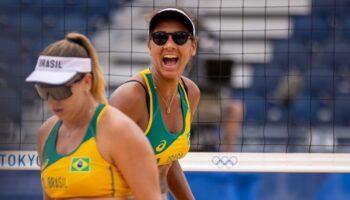 Ana Patrícia comemora ponto em partida nos jogos de Tóquio. Atleta começou a carreira no projeto Viva o Esporte